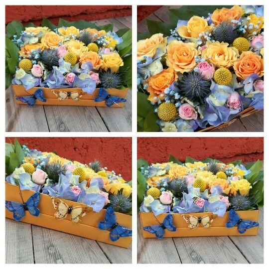 Cutie cu flori si fluturasi! www.buticulcuevenimente.ro  buticulcuevenimente@yahoo.com