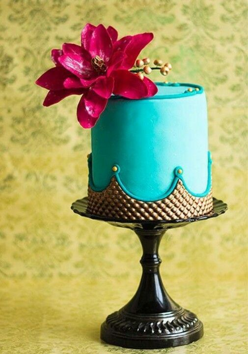 vintage gold crown and turquoise cake beautiful