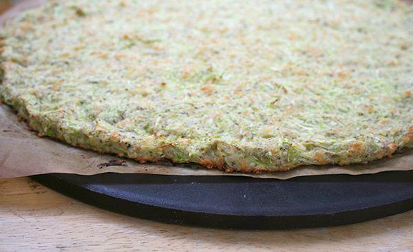 Ζύμη πίτσας με κολοκύθι, αλεύρι αμυγδάλου και μυρωδικά
