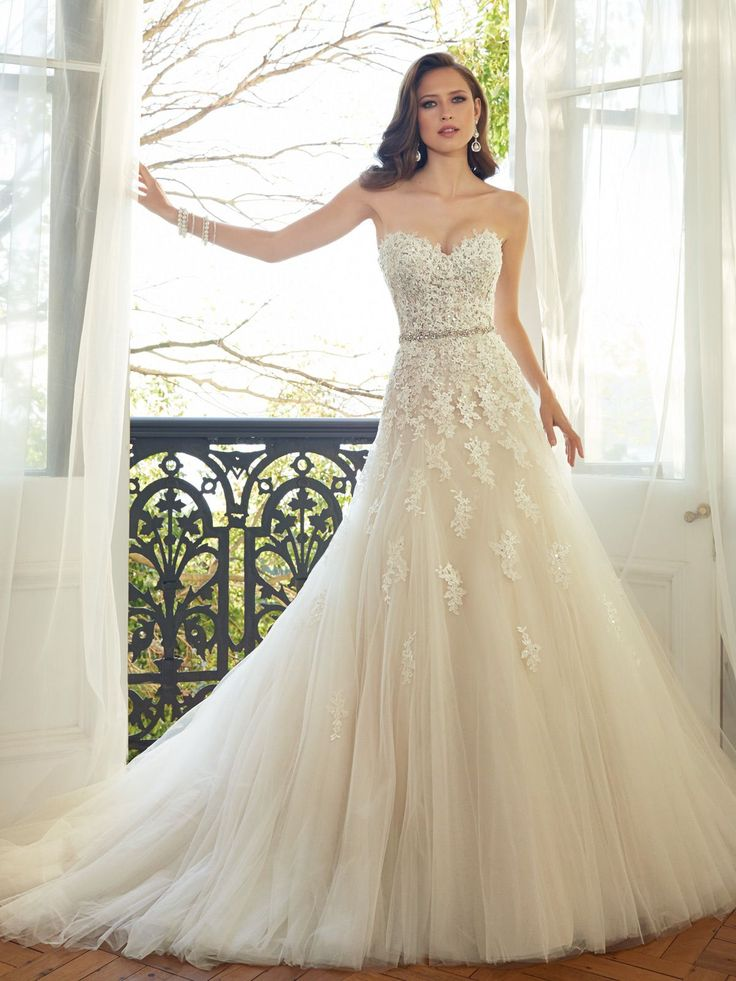 Style Y11552, Prinia, is a beautiful sweetheart tulle wedding gown with chapel train designed by Sophia Tolli, click here for more details.