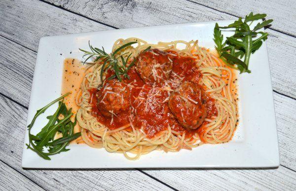 Szicíliai paradicsomos spagetti húsgombóccal/Sicilian spagetti with basil tomato sauce and meatball
