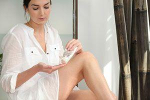 ***¿Cómo hidratar las piernas depiladas con maquinita de afeitar o rasuradora.?*** Luego de utilizar las maquinitas de afeitar o rasurar las piernas suelen quedar resecas. Te damos un consejo para hidratarlas.....SIGUE LEYENDO EN..... http://comohacerpara.com/hidratar-las-piernas-depiladas-con-maquinita-de-afeitar-o-rasuradora_1474b.html