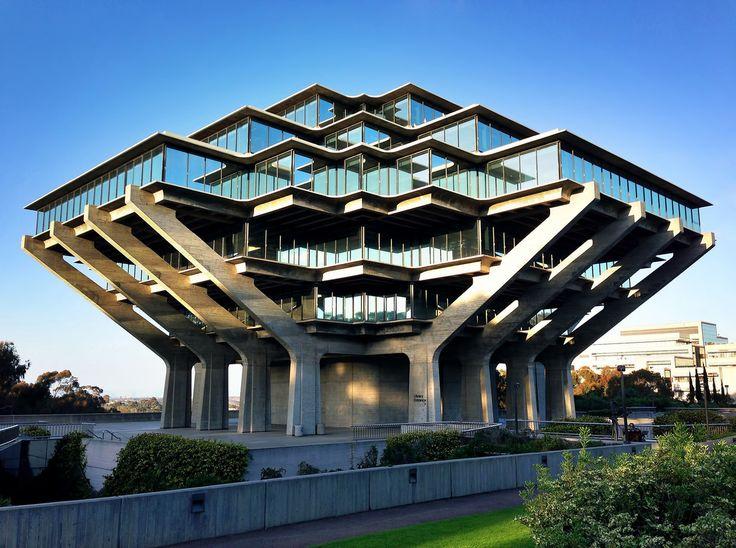 ゲイゼル図書館 アメリカ・カリフォルニア大学サンディエゴ校のゲイゼル図書館。逆ピラミッド型をしている。 Geizeru library America and the University of California at San Diego Geizeru library . We have an inverted pyramid .
