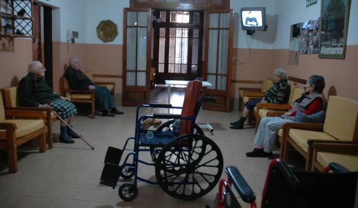 Así lo revela un informe de la Universidad de La Sabana y la Asociación Colombiana de Gerontología y Geriatría. Según un reciente informe de la Universidad de La Sabana y la Asociación Colombiana de Gerontología y Geriatría, el 74 % de los adultos mayores en el país no tienen pensión, lo que hace que vivir, …