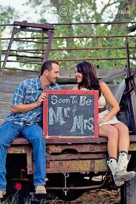 Fall Engagement Photo Shoot and Poses Ideas 30