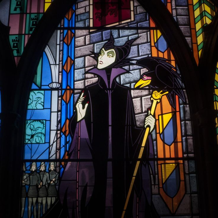 Maleficent Stained Glass.  Awesome!  I totally want this in my entry window for Halloween!