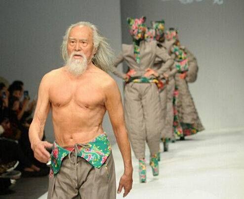 79-летний актер затмил моделей на Неделе моды в Китае