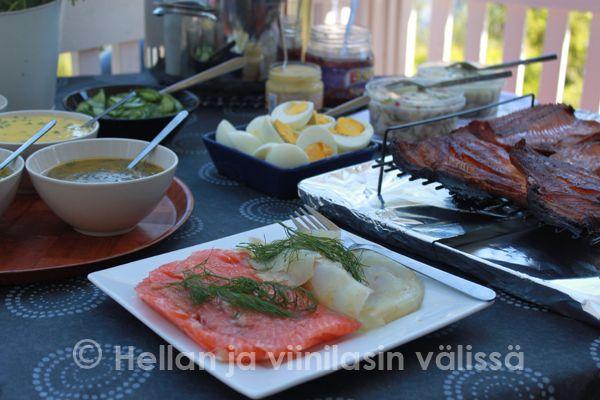 Hellan ja viinilasin välissä: Koko juhannuksen menu ja kesän paras keittokirja