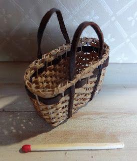 Basketcase Miniatures: After three days off making baskets........