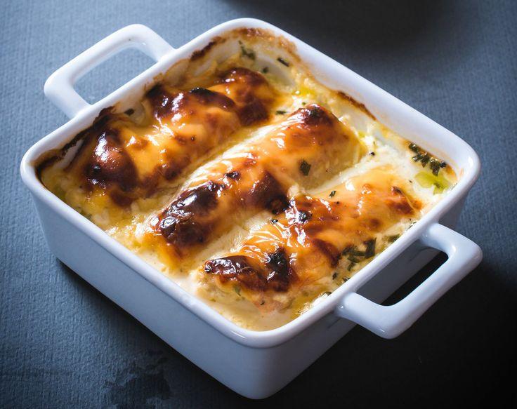 Tejfölös-sajtos szószban sült, töltött csirkemell - Így nem szárad ki a hús sütés közben