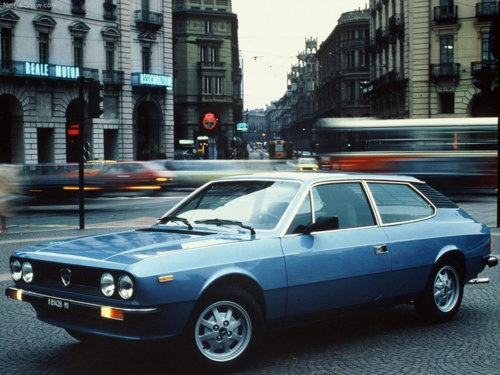 Ciro, another uncle who had moved to Zürich, came down in his yellow Lancia Beta coupé. I used to love sitting in the cosy rear, admiring the reading lamp which sat at shoulder height between the seats.
