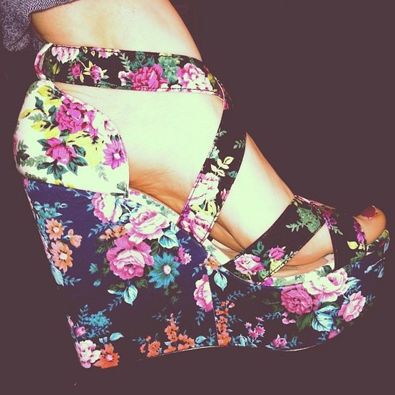 : Floral Wedges, Cute Wedges, Flowers Power, Flowers Step, Floral Heels, Closet, Diaries Shoes, Shoes Floral, Floral Shoes
