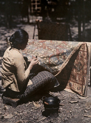 Autochrome: W. R obert Moore. A woman sits and batiks a cloth. Java, Indonesia.