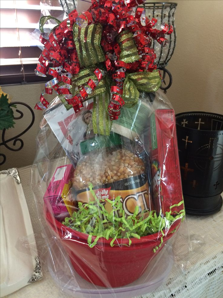 Need a gift for that hard to find person or couple ? Make a popcorn gift basket  .  So many ways to make this basket up I added #1457 popcorn maker $25 ,popcorn kernels, movie, #9067 Pampered chef ranch seasoning $7.50 and 2 candy boxes !you can make up your own basket or if you need my help I'll be glad to make one up for you !