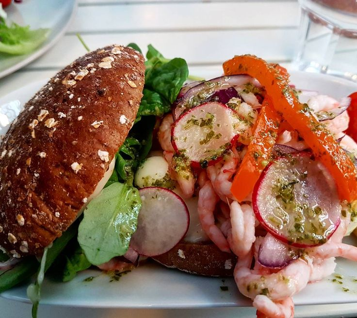 Lunch on our day out to Bollnäs after visiting the linen factory. Räksmörgås (prawn sandwich) is one of my favourite swedish bites . #food #foodie #foodgasm #foodporn #foodheaven #foodgram #foodstagram #foodpics #travel #travelpics #traveler #prawns #egg #avacado #rye #salad #sandwich #räksmörgås #sweden #svenska #räkor #swedish #yummy #delicious #sandwiches
