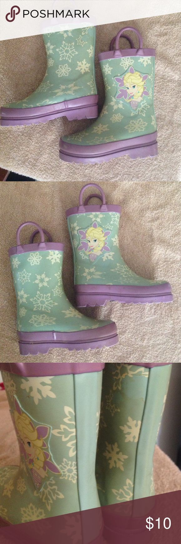 FROZEN toddler 7 rain boots Well loved FROZEN toddler rain boots size 7! they have a lot of discoloration but I have not attempted to wash them. they have great tread! doesntsay Shoes Rain & Snow Boots