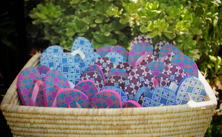 UGG® Australia's multicolored beach flip-flop - the #MosaicFlare #musicfestival #style