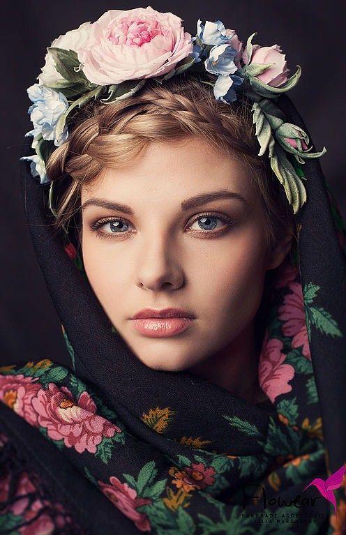 *.* Russian Fashion - Découvrez l'histoire du châle russe de Russie traditionnel. Origines du foulard russe, de cette grande étole en pure vierge laine ou cachemire à fleurs .