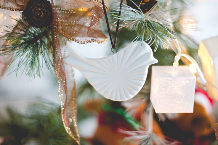 Decoração natalina com pássaros de porcelana
