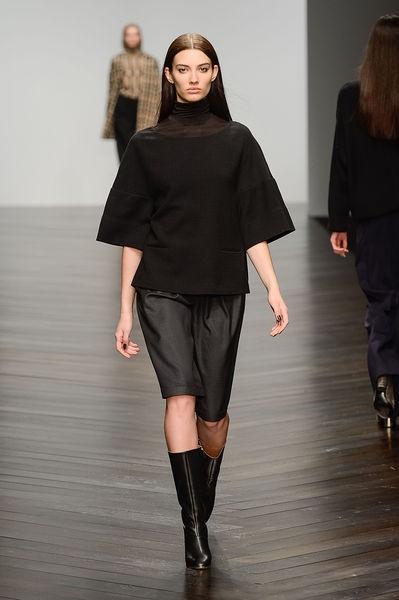 Daks - Ready-to-Wear - Fall-winter 2013-2014  http://en.flip-zone.com/fashion/ready-to-wear/fashion-houses-42/daks
