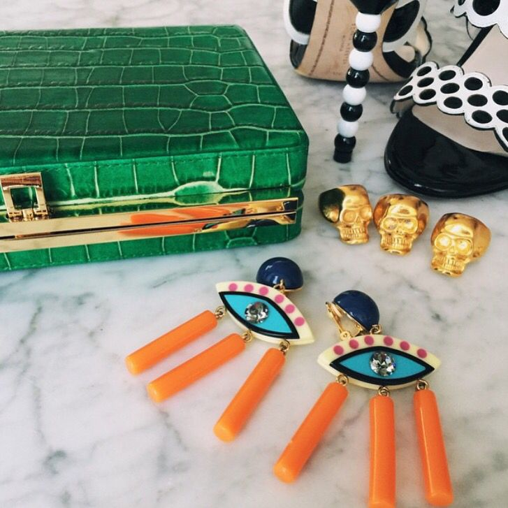 The kind of accesories for a perfect 'Cinco de Mayo' Jenny Lopez matching up