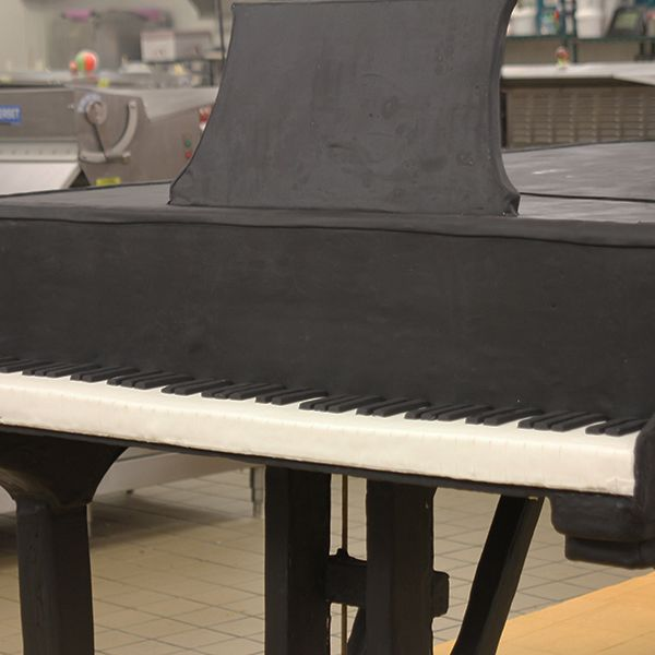 An order comes in for a life-size piano cake! #CakeBoss