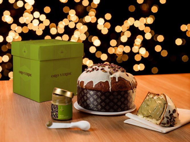 """#Panettone """"Oro Verde"""" gr 1000 #Fiasconaro Dolce artigianale da forno con crema di Pistacchio da spalmare ricoperto di glassa bianca e Pistacchio. #Natale 2015."""