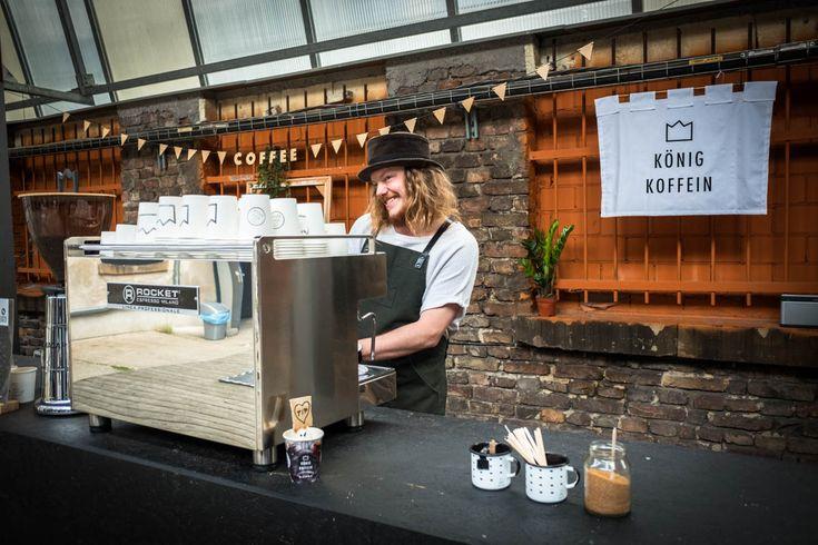 Des Königs Café Castle. Pop-Up Café von König Koffein in der Alten Münze in Berlin. Espressomaschine von Rocket Espresso aus Milano.