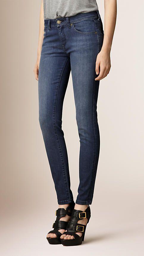 Denimblau Eng geschnittene Jeans mit niedriger Leibhöhe in Stonewash-Waschung - Bild 1