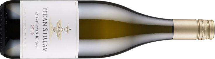 Lämpimän maukas eteläafrikkalainen  7 Pecan Stream Sauvignon Blanc 2014, Etelä-Afrikka, 13,48 e  Runsasarominen ja yrttinen viini, josta löytyy paljon vihreitä sävyjä herukanlehdestä ruohoisuuteen. Kevyt mausteisuus antaa ryhtiä ja kypsän sitruksinen aromi tekee viinistä vivahteikkaan. Topakka kokonaisuus savukalojen ja grillattujen merenelävien seuraksi.
