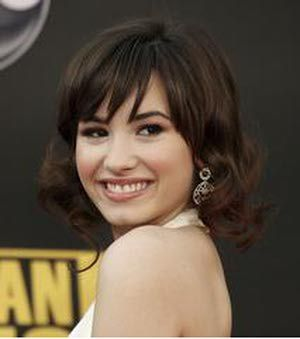 The Best Hairstyles for Oval Faces: Bangs Look Great on an Oval Face Shape