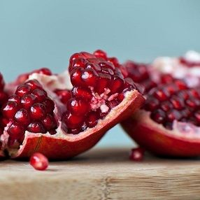LUSCIOUS BEADS of exotic juice & NUTRITION! These little beads of fruit from the pomegranate fruit are full of antioxidants, vitamin K & vitamin C. Juice your own concoction with apples. CLICK on recipe link:  https://blitzactive.com.au/blitz-blog/juices/pomegranate-and-apple-juice.html  Look good, feel great - plus size activewear sizes 16-26 #blitzactive #blitzactivewear #plussizeactivewear #plussizefashion #juices #plussizeworkout