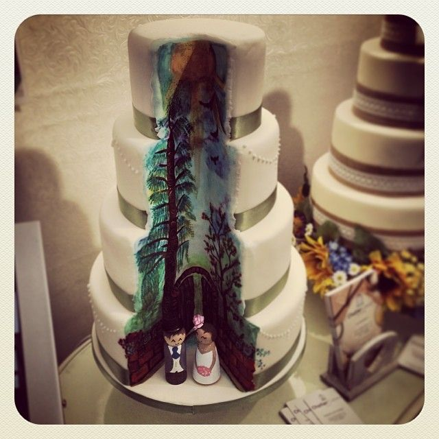 Can't get enough of this wedding cake! #acharmedwedding #ccstyle