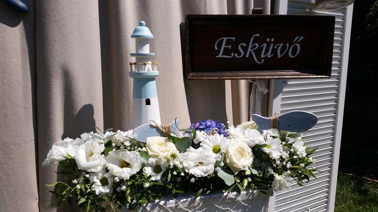 """Az """"Esküvő"""" felirat, nagy segítségére lesz az érkező vendégeknek, főleg ha több épület között kell eligazodniuk."""
