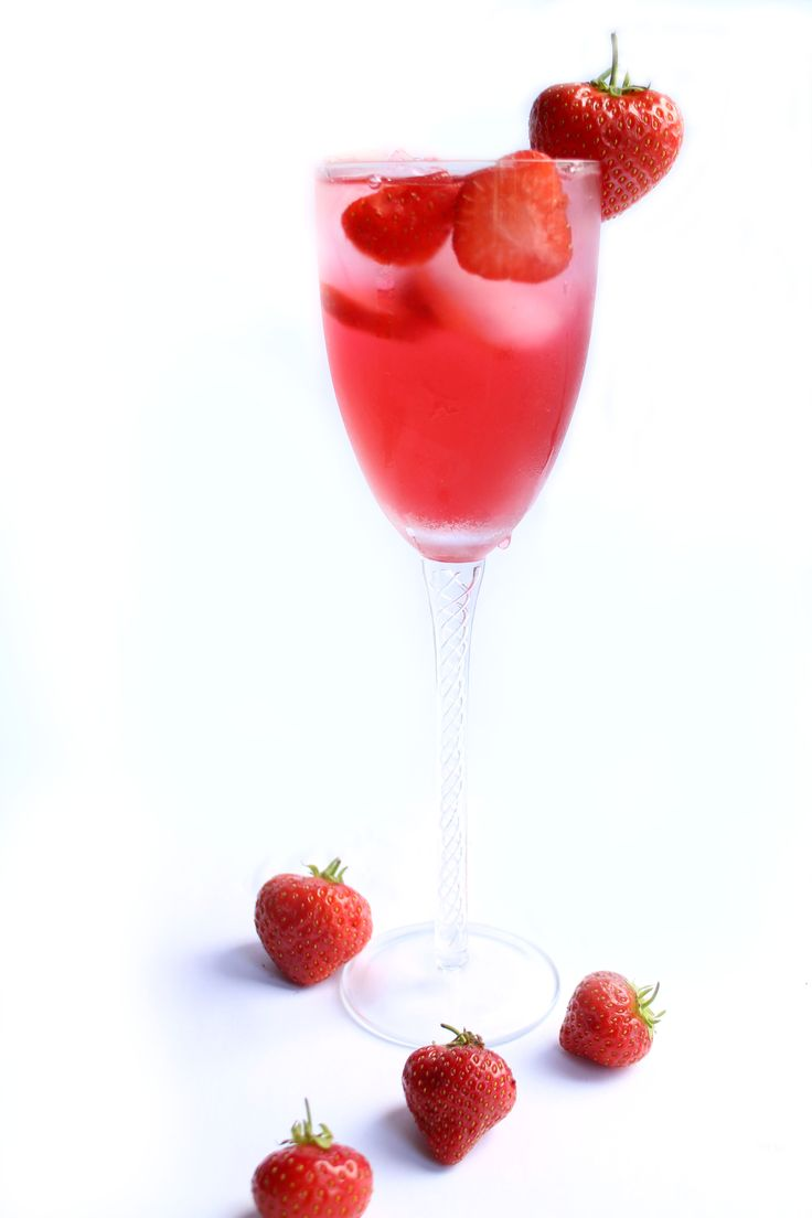Strawberry Cocktail - Erren's Kitchen - the perfect summer cocktail for warm summer nights or days by the pool.