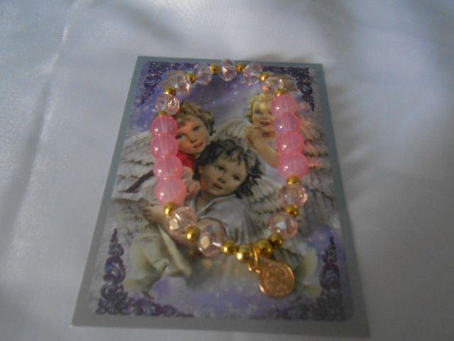 Recuerdo de bautizo pulseras de cristal y caucho con medalla de san benito $15