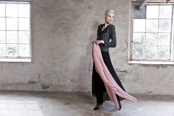 Long skirt. Jacket in wool. Scarf. www.kriss.eu