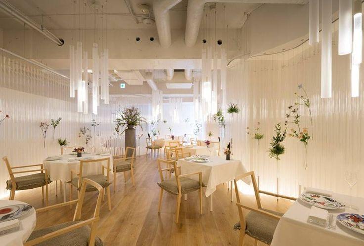 Amazing Restaurant Featuring Walls of Flowers & Transparent Tubes – Fubiz Media