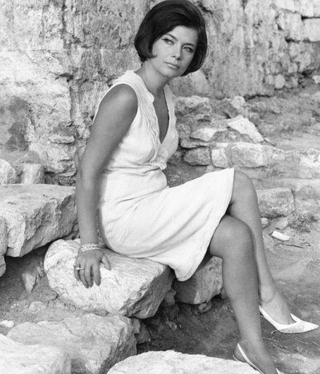 Τζένη Καρέζη: Η ζωή της σε φωτογραφίες - Tlife.gr