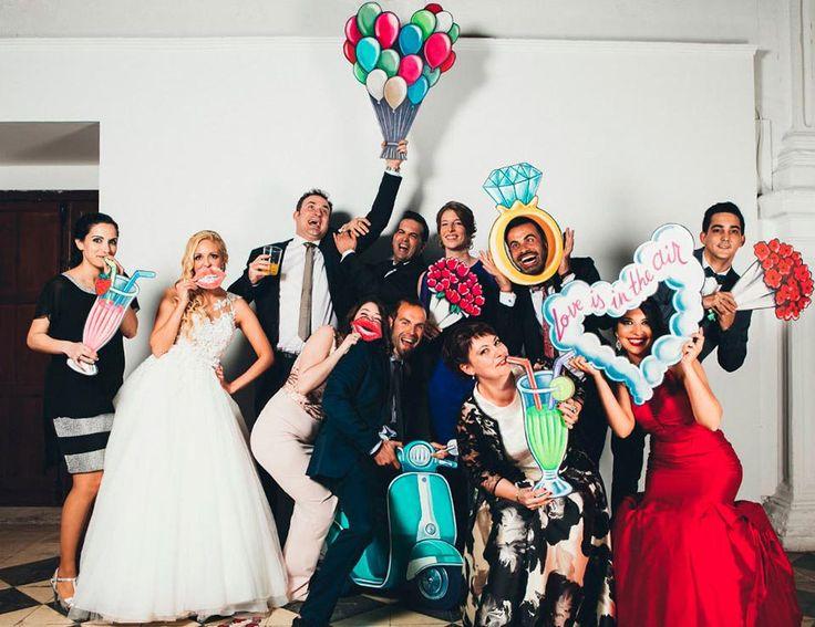 fotos-divertidas-en-el-photocall-de-boda