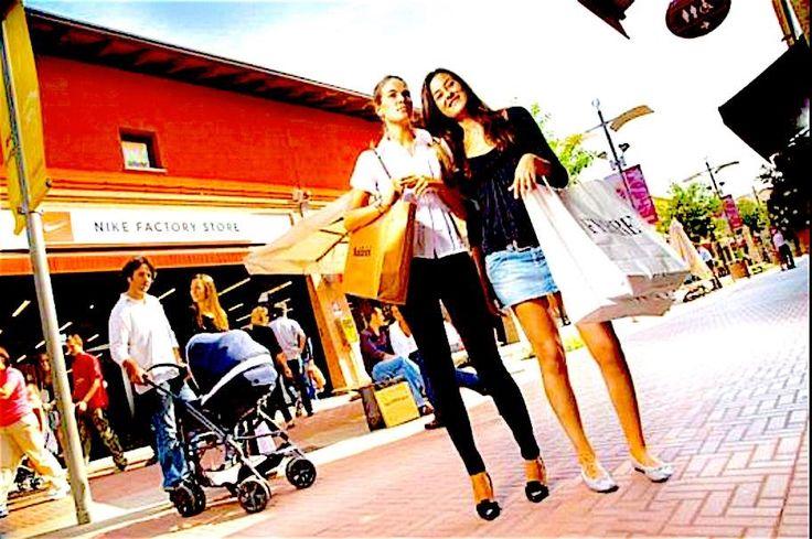 insegne negozi, insegne luminose negozi, insegne per negozi e centri commerciali, insegne negozi NIKE