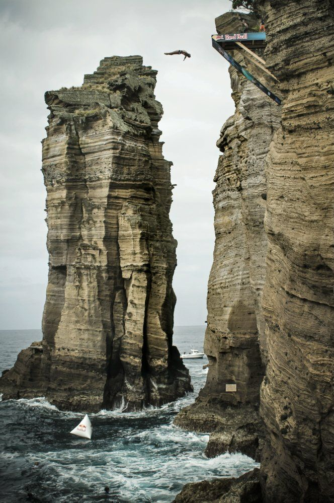 17 best images about red bull cliff diving on pinterest blue lagoon helicopters and hunt 39 s - Highest cliff dive ...
