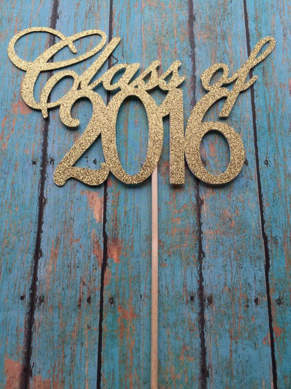 Class of 2016 cake topper. This topper is approximately 7.5 W x 4.5 H. It is made of high quality glitter cardstock. It is glitter on the front and
