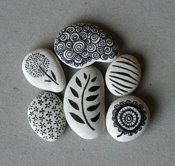 Black and White Rocks: Idea, Stones Art, Paintings Rocks, Diy'S, Paintings Stones, Sharpie, Rocks Paintings, Crafts, Rocks Art