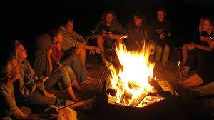 Un tempo nella mia zona si usava con un certa frequenza accendere i fuochi in campagna per bruciare gli sterpi,noi ragazzini giocavamo a catturare senza riuscirsi le faville di fuoco ancora accese(Gian)  ...................................At one time in my area is used with a certain frequency to light fires in the countryside to burn the weeds, we kids were playing catch unsuccessfully the sparks of fire still burning