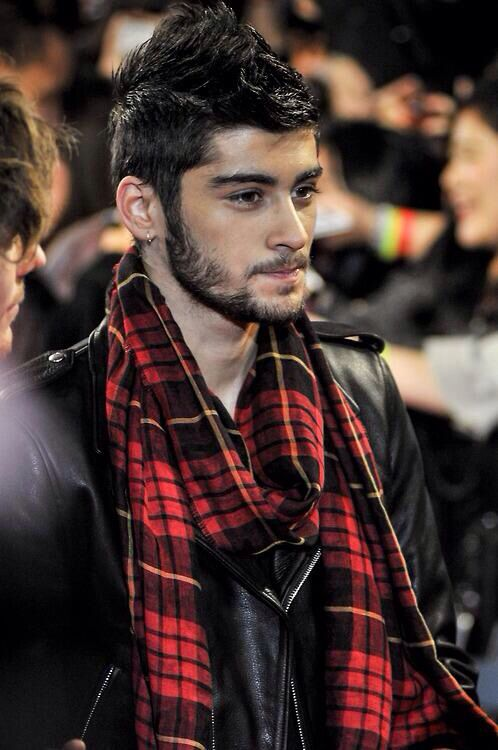 Zayn Malik ^^TAKE THAT SCARF OFF OR SO HELP ME I MIGHT DIE OF YOUR ABSOLUTE GORGEOUSNESS