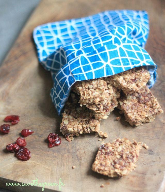 Recette de barres granola maison. De délicieuses de barres aux céréales sans cuisson pour agrémenter vos futurs pique-niques ou pour le goûter des enfants !