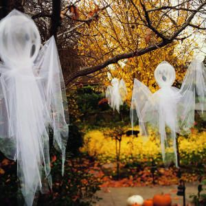 Tulle ghosts using balloons Halloween ghosts