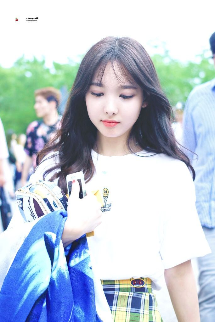 Nayeon phone wallpaper - Album on Imgur
