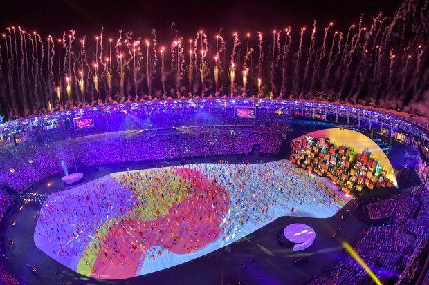 Olympia 2016: Eine beeindruckende Licht-und-Laser-Show erhellt das Stadion.